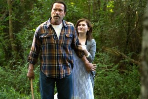 MAGGIE - 2015 FILM STILL - Arnold Schwarzenegger as Wade and Abigail Breslin as Maggie - Photo Credit: Tracy Bennett  Roadside Attractions